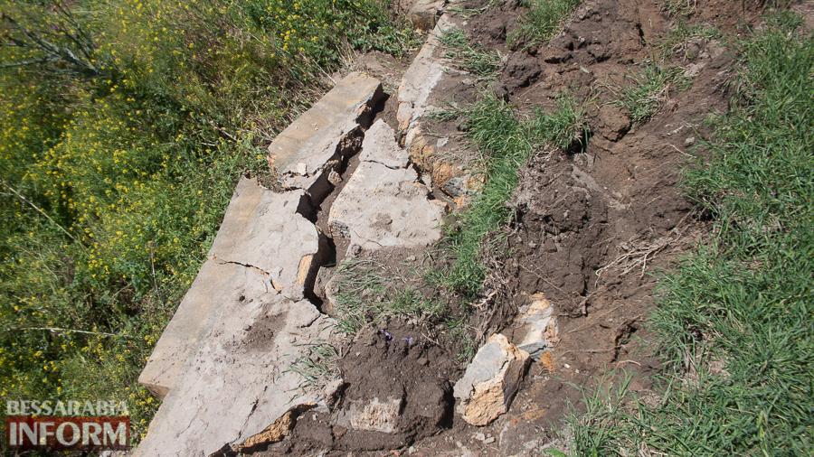 IMG_0279 Измаил: прошедший ливень вызвал обрушения в микрорайоне Крепость (ФОТО)