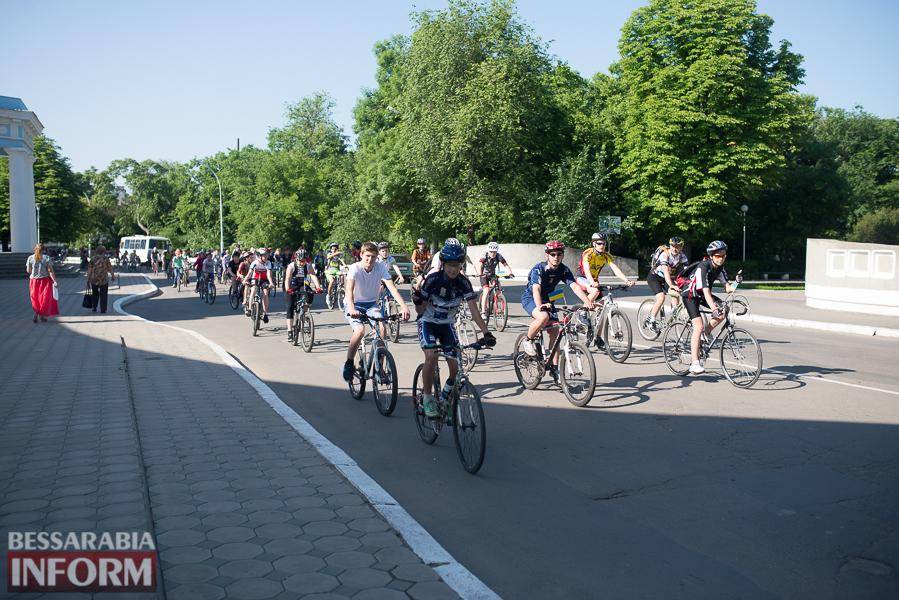 Около сотни велосипедистов организованной колонной проехали по улицам Измаила (фото)