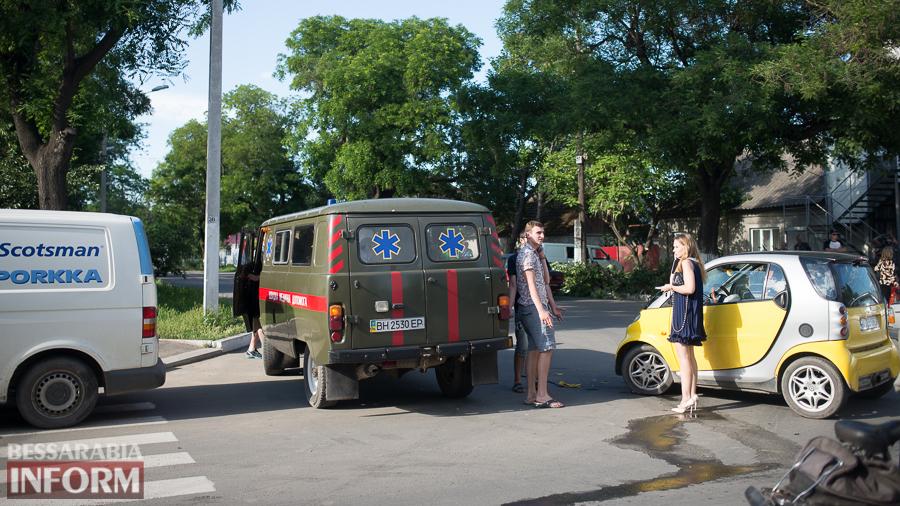 Измаил: на проспекте Суворова столкнулись SMART и VW. Пострадал ребенок (фото)