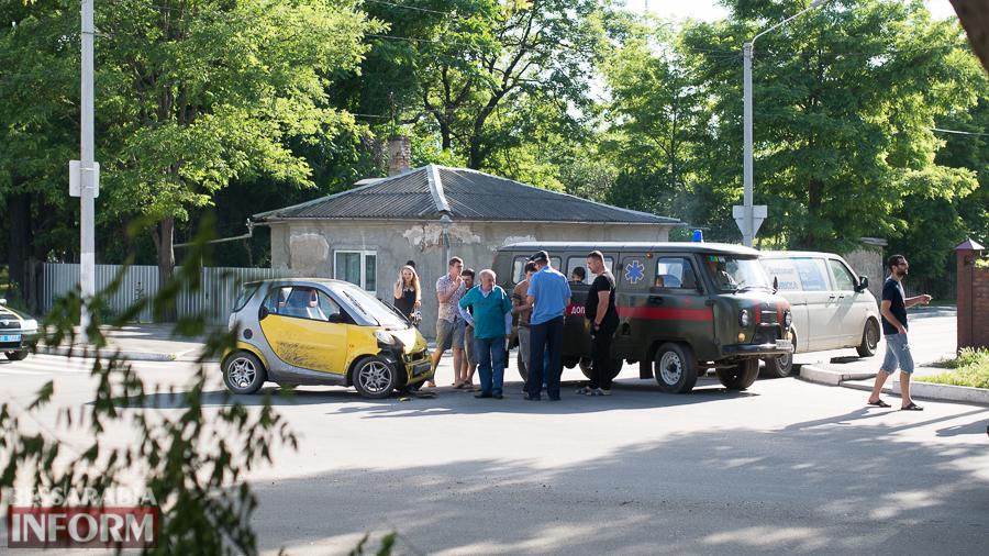 SME_3035 Измаил: на проспекте Суворова столкнулись SMART и VW. Пострадал ребенок (фото)