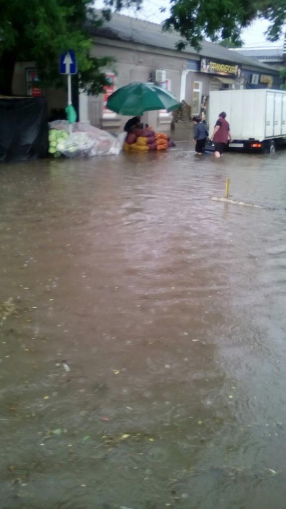 """Измаил """"уходит под воду"""": на улицах транспортный коллапс (фоторепортаж)"""