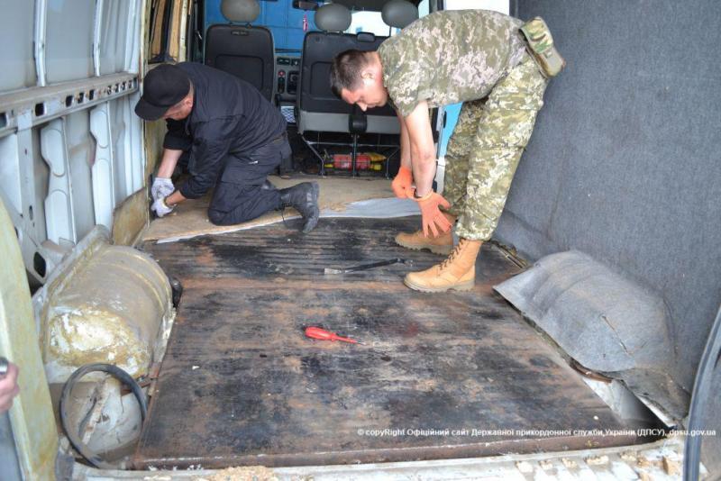 """Измаильские пограничники пресекли ввоз в Украину """"левого"""" молдавского спирта"""