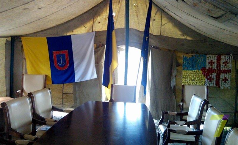 palatka-3 Саакашвили с сегодняшнего дня проводит встречи в рабочем кабинете на трассе Одесса-Рени (фото)