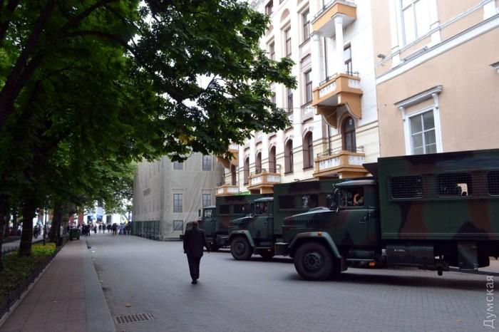 picturepicture_3947970153168_11104 В Одессе под горсоветом горели шины и использовали слезоточивый газ