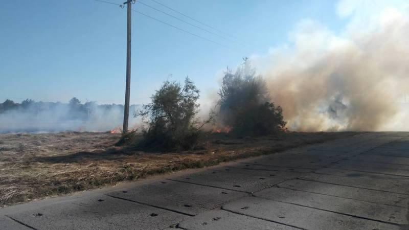 13659134_1155095364543298_3491581705646004897_n В Килие из-за загоревшейся сухой травы могла вспыхнуть нефтебаза (фото)