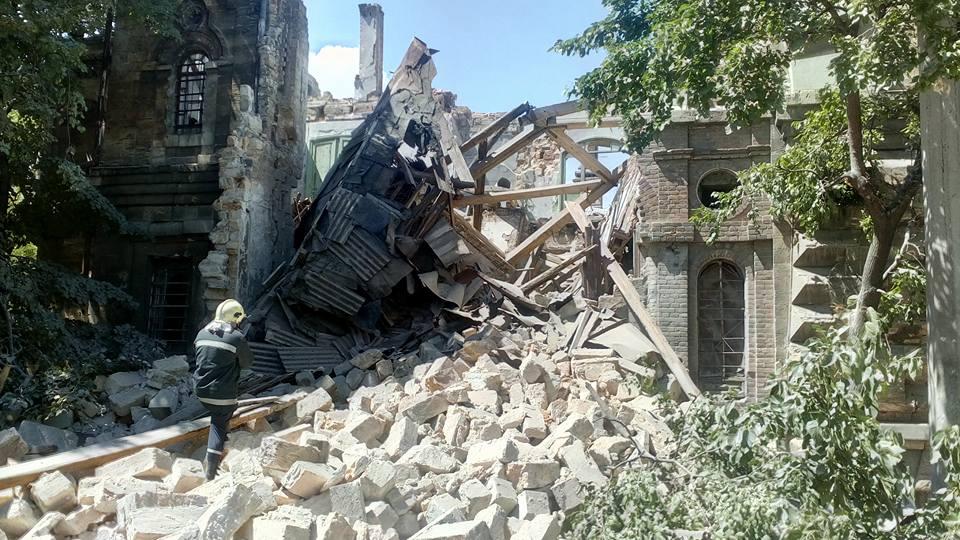 В Одессе рухнул памятник архитектуры. Под завалами могут быть люди