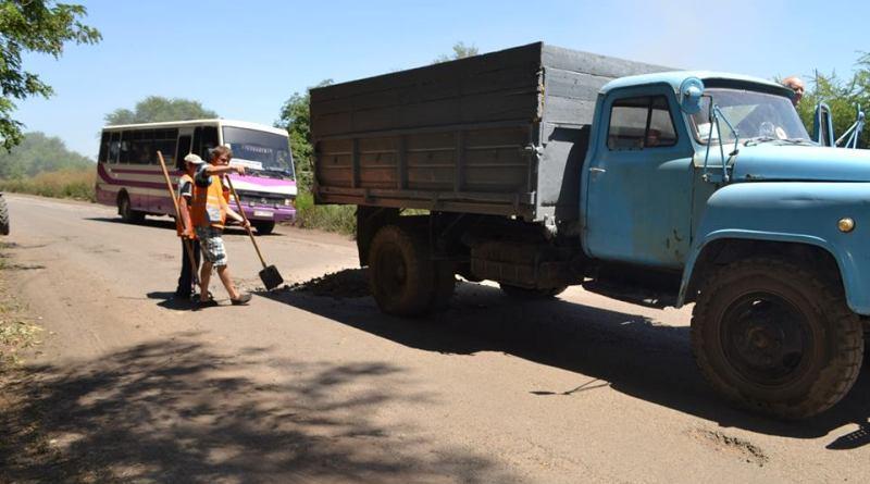 13754358_266679053700849_4934714407631644403_n Одну из самых разбитых дорог Бессарабии начали худо-бедно латать