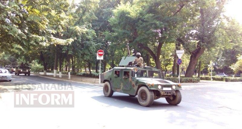По Измаилу прошла колонна военной техники (фото)