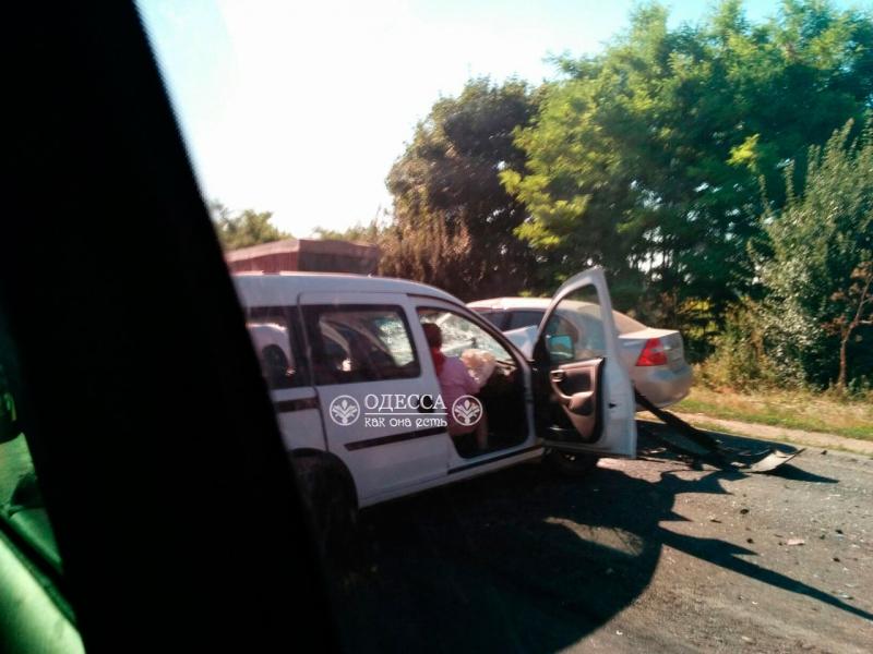 На трассе Одесса-Рени произошло ДТП с участием маршрутки. Есть жертвы (фото)
