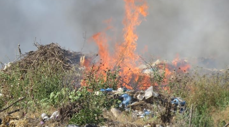 94364-gorodskaya-svalka-gorit-v-bolgrade-odesskoj-oblasti-foto-big Жители Болграда страдают  от многодневного пожара на мусорной свалке