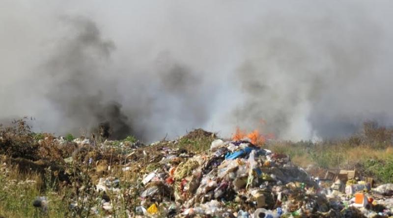 94365-gorodskaya-svalka-gorit-v-bolgrade-odesskoj-oblasti-foto-big Жители Болграда страдают  от многодневного пожара на мусорной свалке