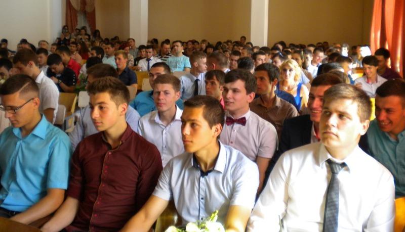 Выпускникам Измаильского техникума механизации и электрификации сельского хозяйства вручили дипломы (фото)