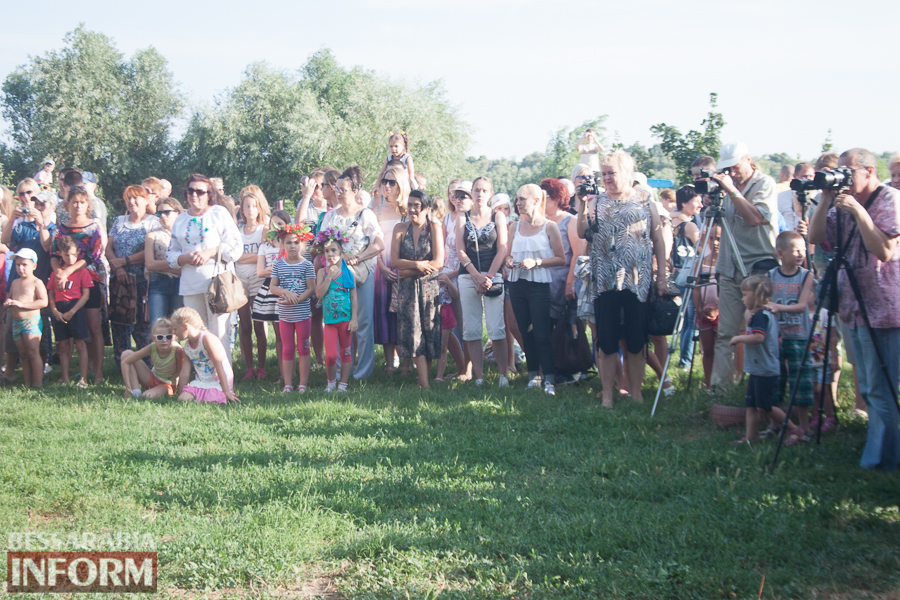IMG_9754 Фоторепортаж: в Измаиле на Купала плели венки и водили хороводы