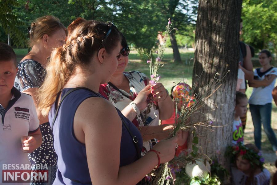 IMG_9769 Фоторепортаж: в Измаиле на Купала плели венки и водили хороводы