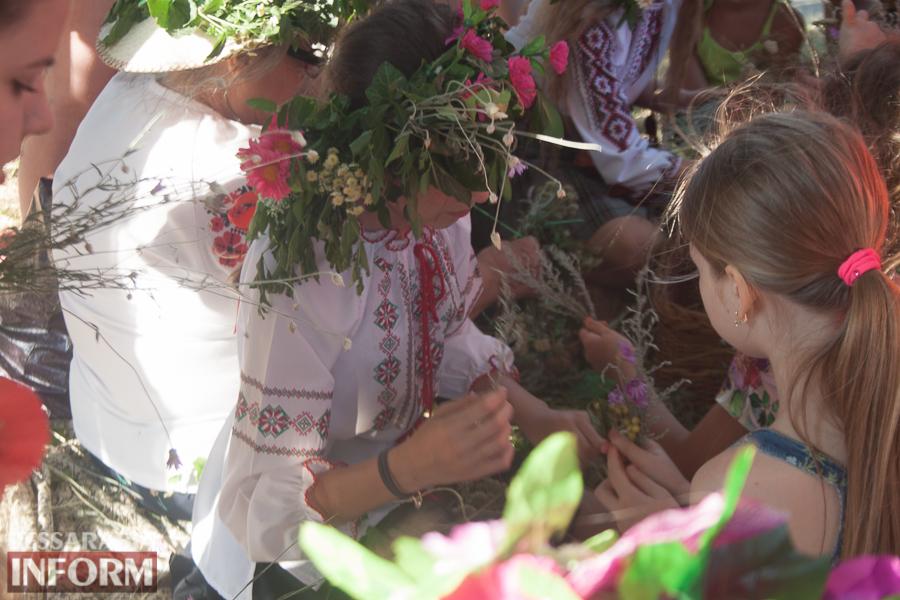 IMG_9771 Фоторепортаж: в Измаиле на Купала плели венки и водили хороводы