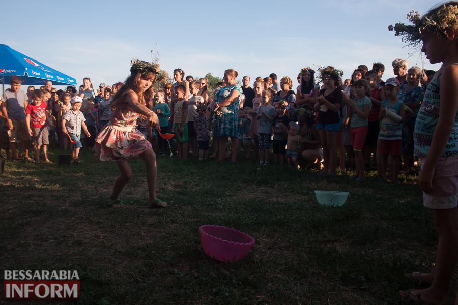 IMG_9814 Фоторепортаж: в Измаиле на Купала плели венки и водили хороводы