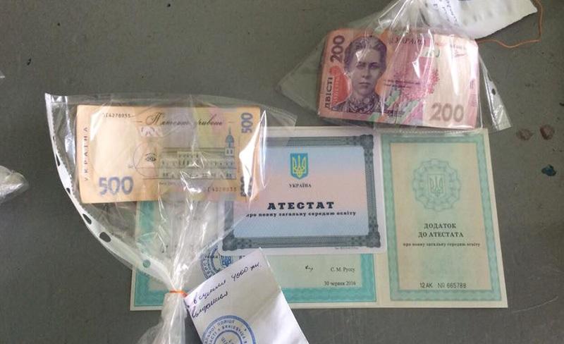 Измаильский р-н: преподавательницу Суворовского аграрного лицея задержали за получение взятки