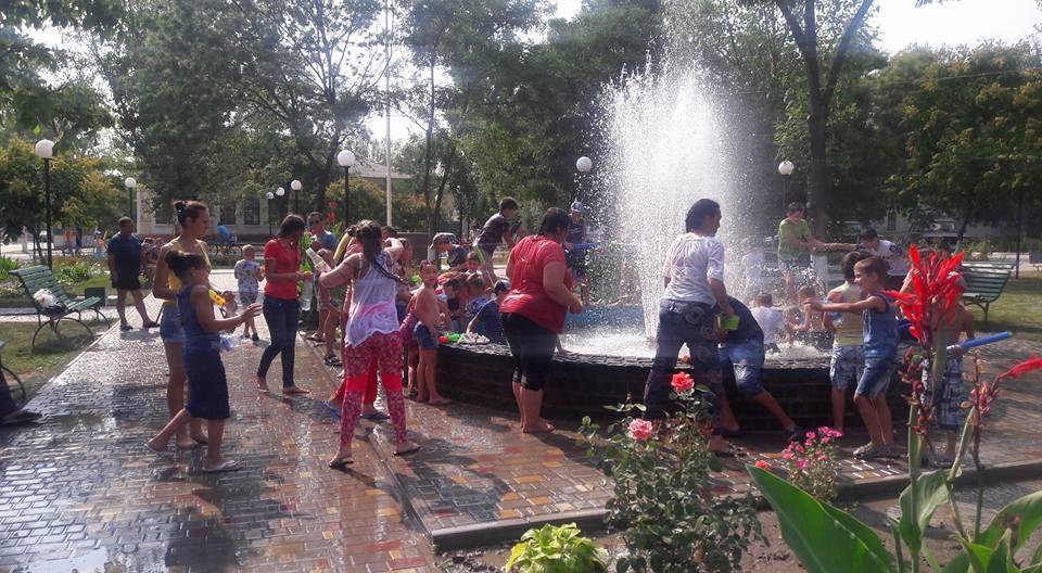 В Килии устроили массовую водную битву (ФОТО)
