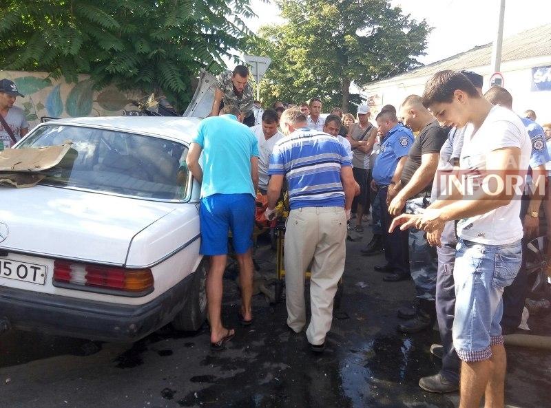 3cIYENjOxTg Серьезная авария в Измаиле: зажатую в машине женщину доставали два часа (ФОТО)