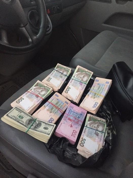 """47824 СБУ задержала за вымогательство 27 тыс. долларов США чиновника, который """"не берет взяток"""""""