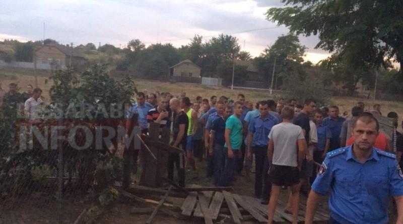 Жители села в Одесской области разгромили цыганские дома после убийства ребенка