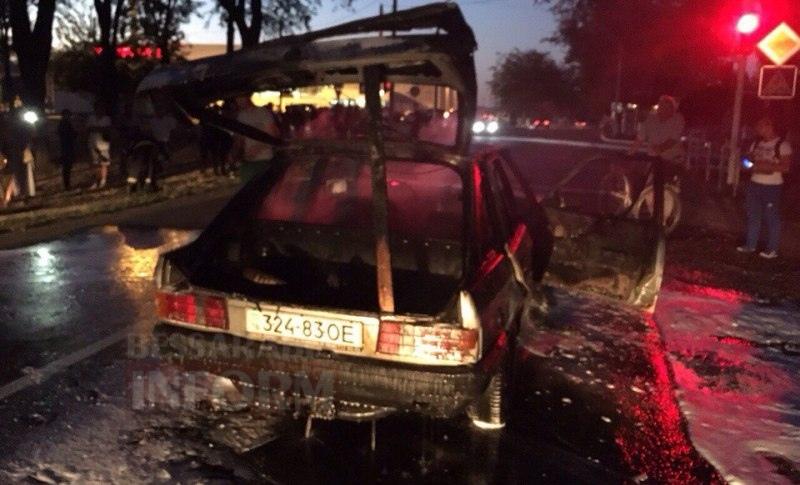 57c712b14a563_BrXGQwSvYgA Измаил: на проспекте Суворова сгорел автомобиль (фото и видео)