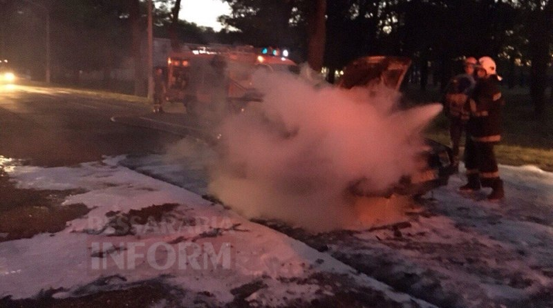57c712b14a89e_xXS8SCkAVts Измаил: на проспекте Суворова сгорел автомобиль (фото и видео)