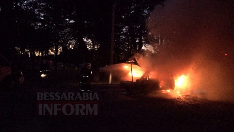 57c712b14be51_hlciFcxv3NQ Измаил: на проспекте Суворова сгорел автомобиль (фото и видео)