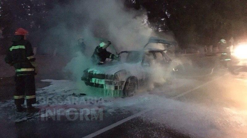57c712b14cf8e_ENBYRsr3jH0 Измаил: на проспекте Суворова сгорел автомобиль (фото и видео)