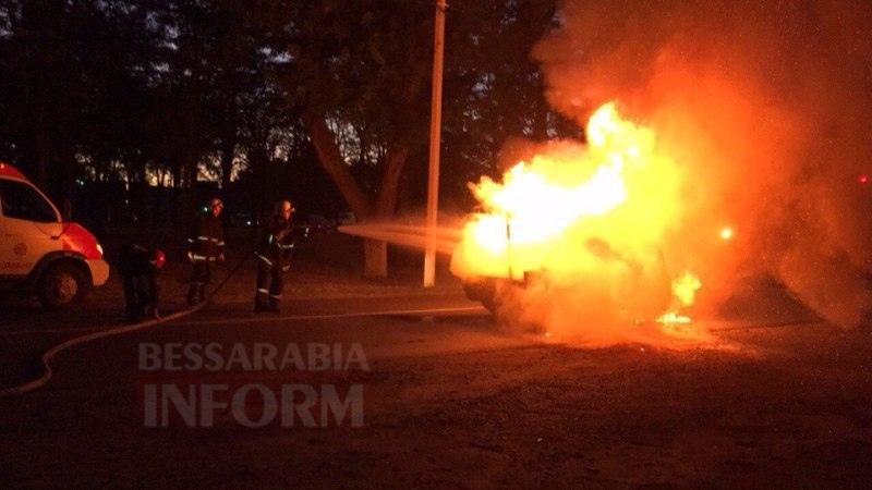Измаил: на проспекте Суворова сгорел автомобиль (фото и видео)