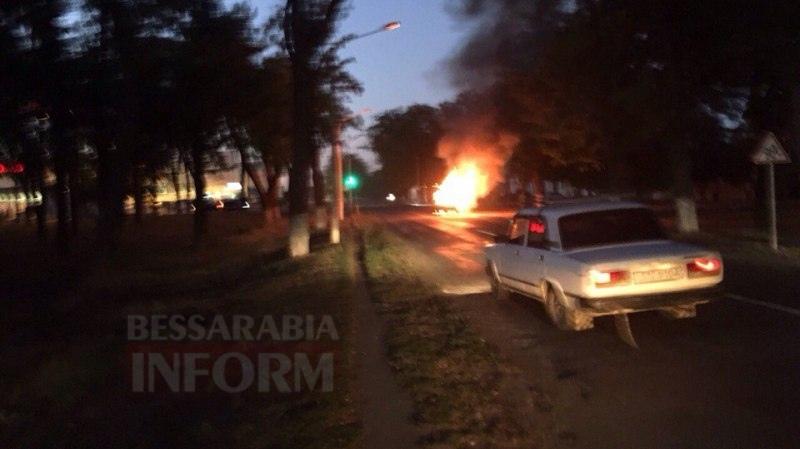 57c712b1c113c_yUTUW5iUK38 Измаил: на проспекте Суворова сгорел автомобиль (фото и видео)