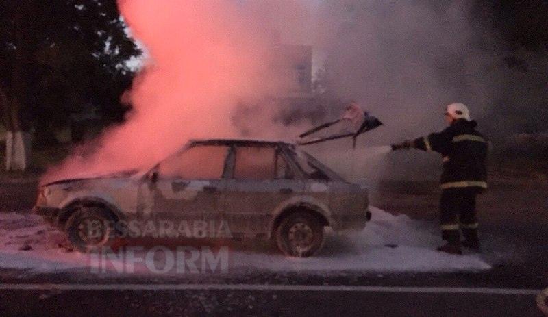 57c712b1c2dae_HewztIzo_As Измаил: на проспекте Суворова сгорел автомобиль (фото и видео)