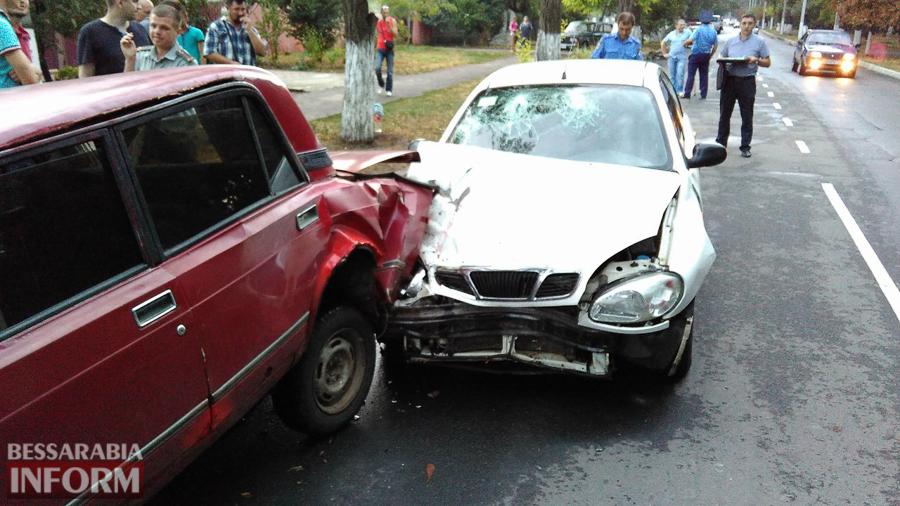 NiSMES8xq-A Измаил: на проспекте Суворова произошло ДТП с участием трех автомобилей (фото)