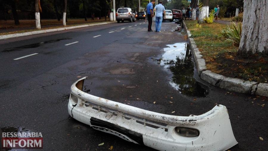 O_WABdLrZV0 Измаил: на проспекте Суворова произошло ДТП с участием трех автомобилей (фото)