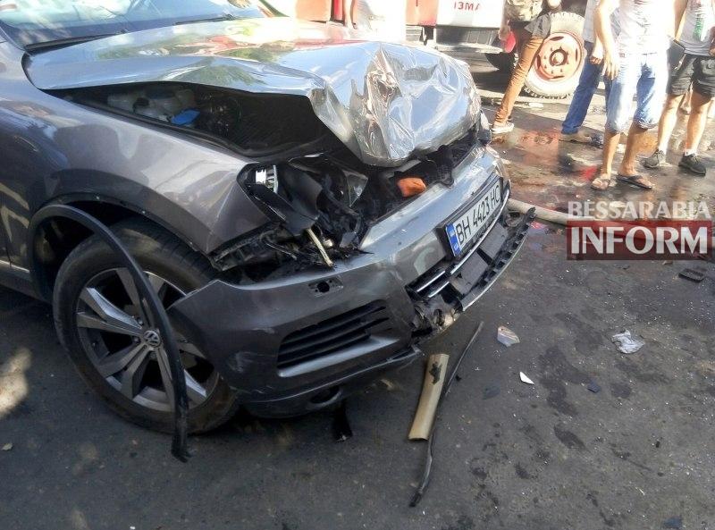 OmzZQpKAo1o Серьезная авария в Измаиле: зажатую в машине женщину доставали два часа (ФОТО)