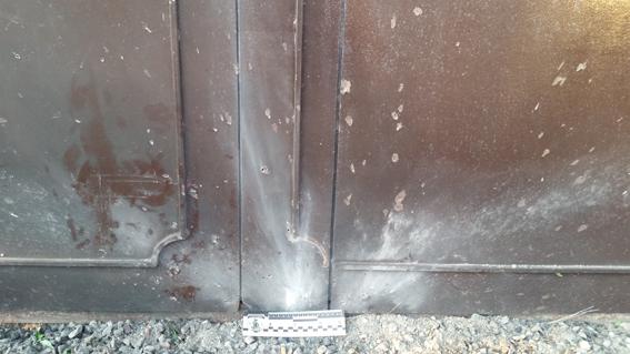PM176image005 Ночью в Затоке неизвестные бросили гранату в автомобиль