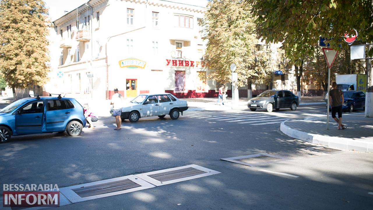 """SME_1435 ДТП на проспекте Суворова в Измаиле: ВАЗ """"догнал"""" Volkswagen"""
