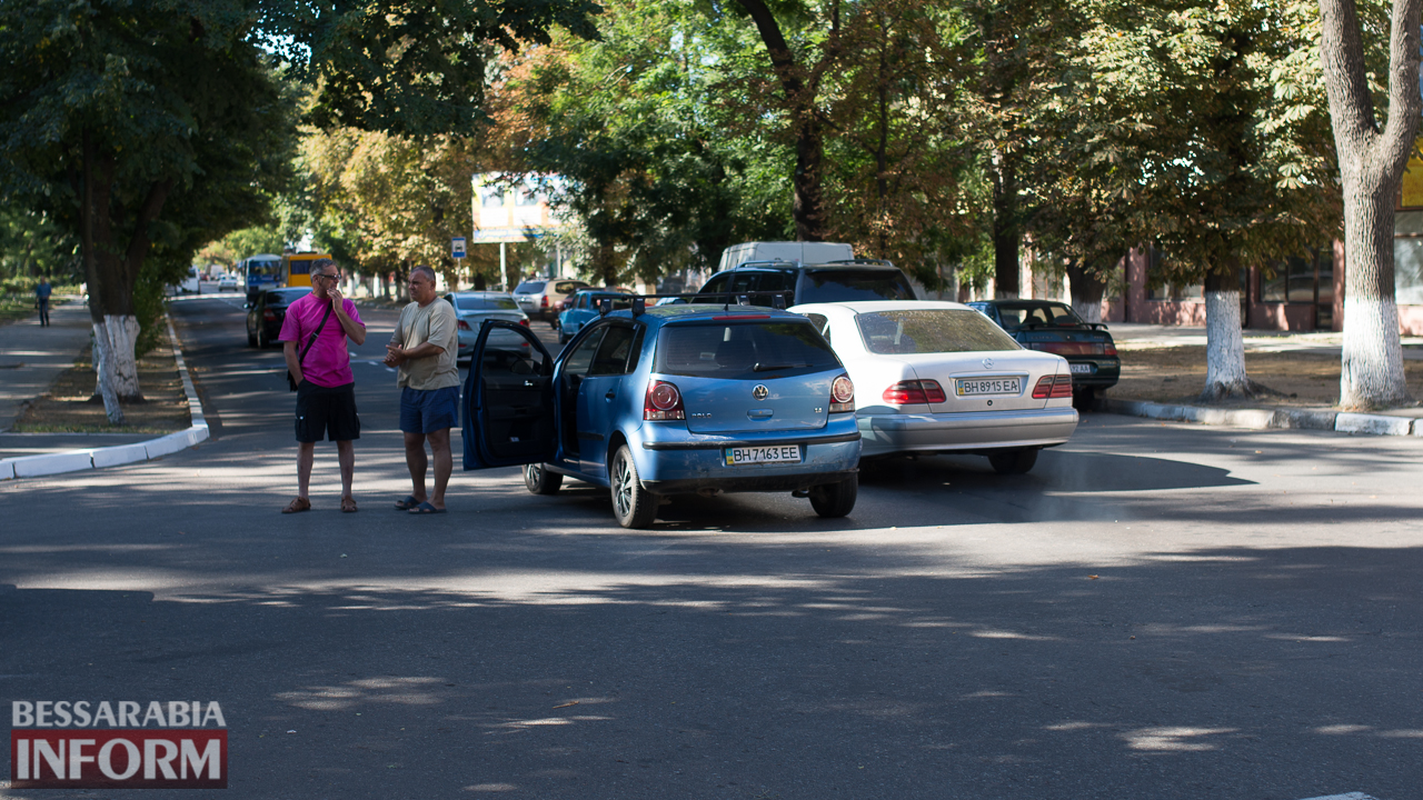 """SME_1448 ДТП на проспекте Суворова в Измаиле: ВАЗ """"догнал"""" Volkswagen"""