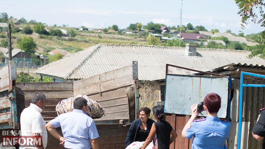 Вынужденная эвакуация: цыгане все же приехали в Лощиновку за вещами (ФОТО)