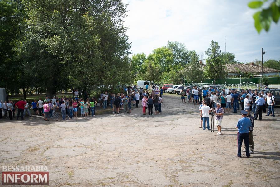 SME_2721 Митинг и похороны в один день - ситуация в Лощиновке продолжает накаляться (ФОТО)