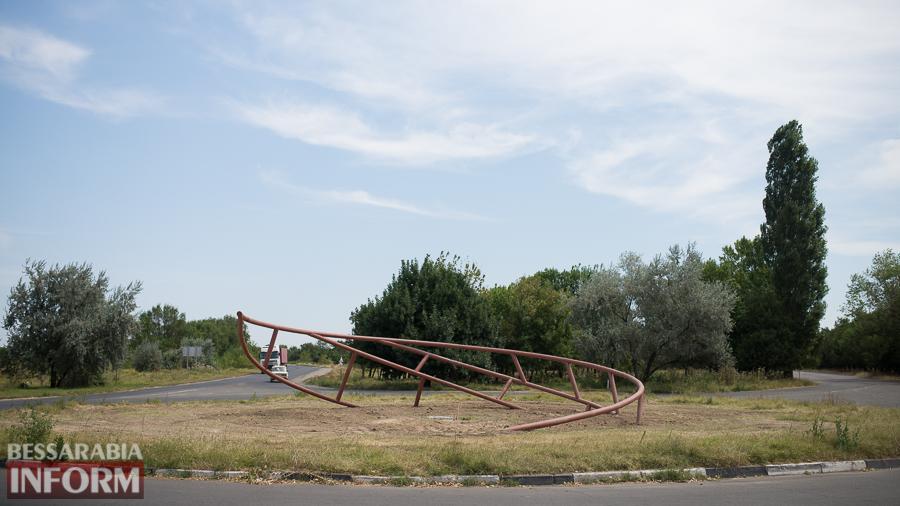 SME_4356 Измаильчане спорят по поводу новой стелы на въезде в город (опрос)