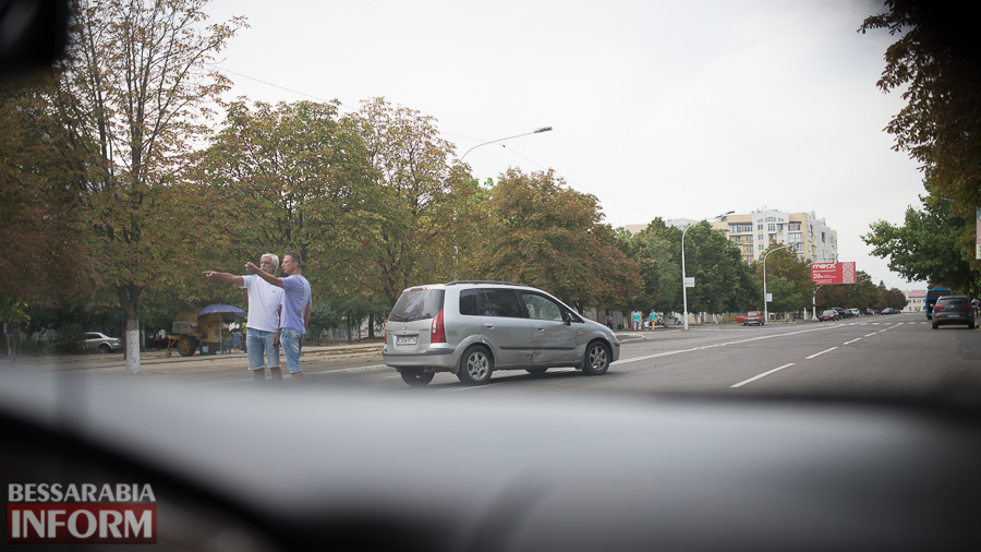 ДТП в Измаиле: на проспекте Мира притерлись Mazda и Geely (фото)