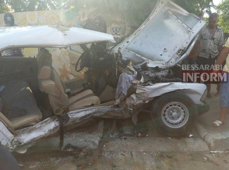 TrkxgPLmPN0-1 Серьезная авария в Измаиле: зажатую в машине женщину доставали два часа (ФОТО)
