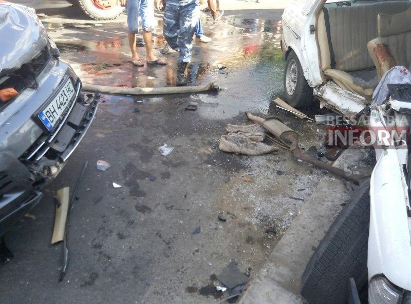 d_Yj3CgJYqs Серьезная авария в Измаиле: зажатую в машине женщину доставали два часа (ФОТО)