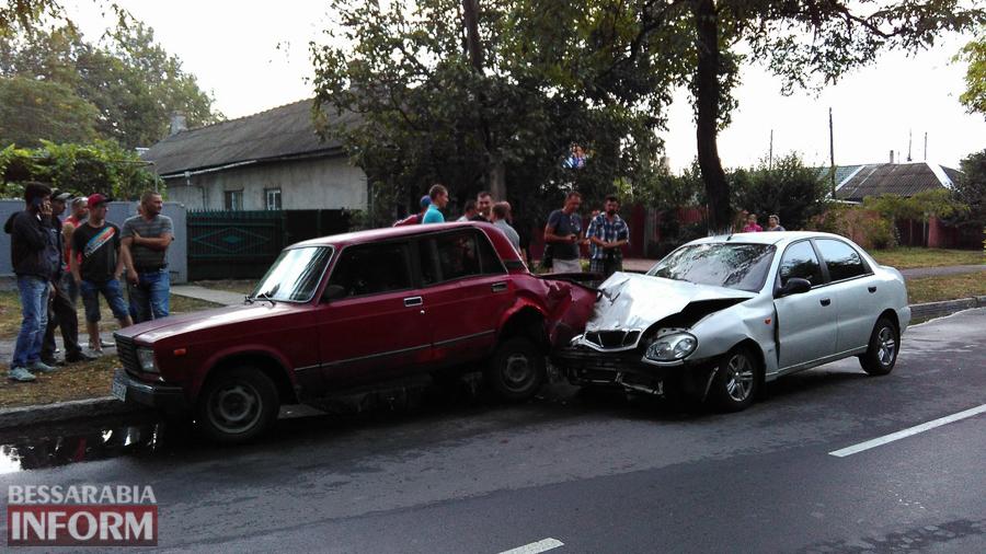 dpJBktlYkio Измаил: на проспекте Суворова произошло ДТП с участием трех автомобилей (фото)