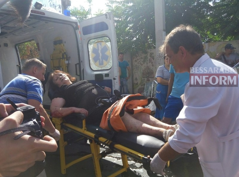 eTP2xGiolng Серьезная авария в Измаиле: зажатую в машине женщину доставали два часа (ФОТО)