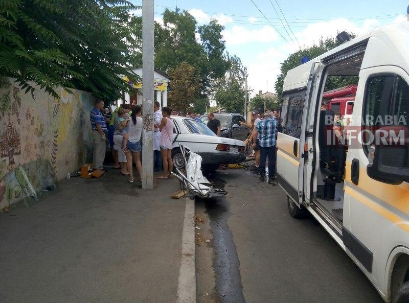 fHxp_QJh5lk Серьезная авария в Измаиле: зажатую в машине женщину доставали два часа (ФОТО)