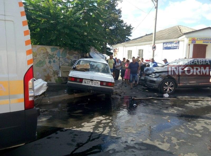 lLruaq8WM4 Серьезная авария в Измаиле: зажатую в машине женщину доставали два часа (ФОТО)