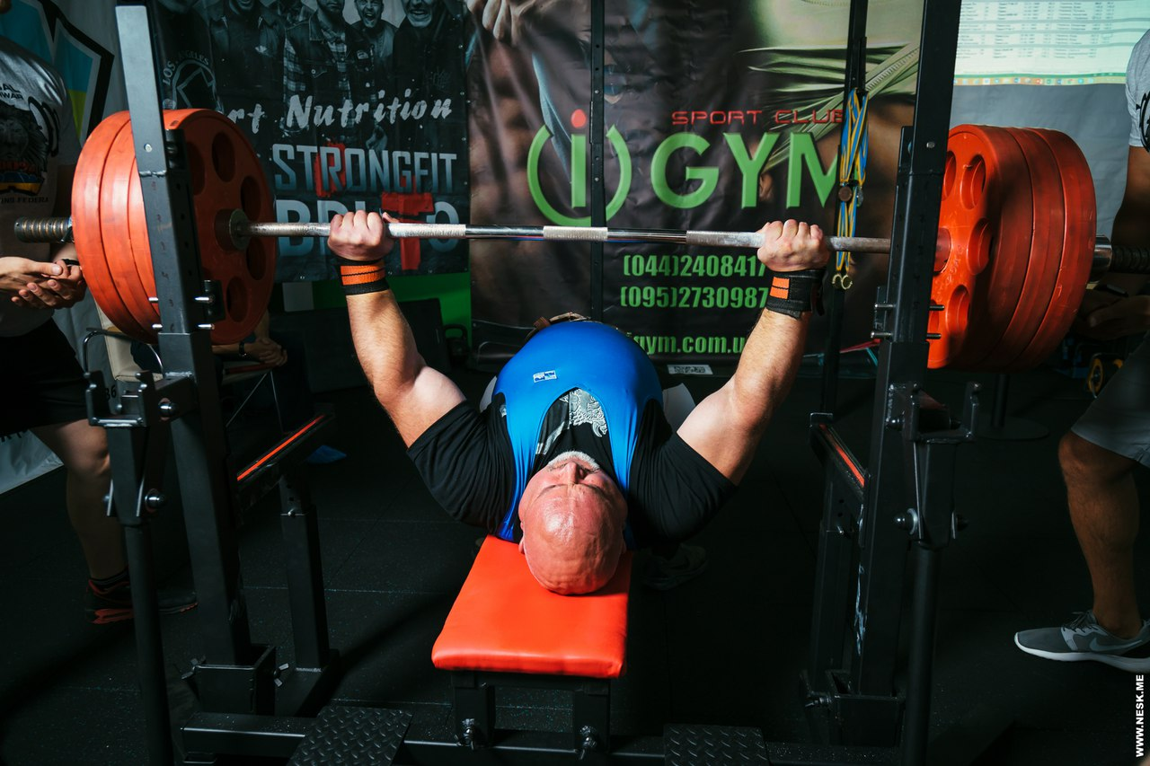 l_JrgBd-mk8 Священник-силач из Болградского р-на установил новый мировой рекорд
