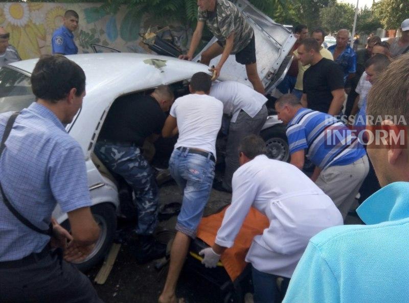 ncL38G886Qs Серьезная авария в Измаиле: зажатую в машине женщину доставали два часа (ФОТО)